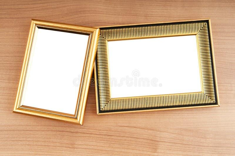 Marcos en el fondo de madera fotos de archivo