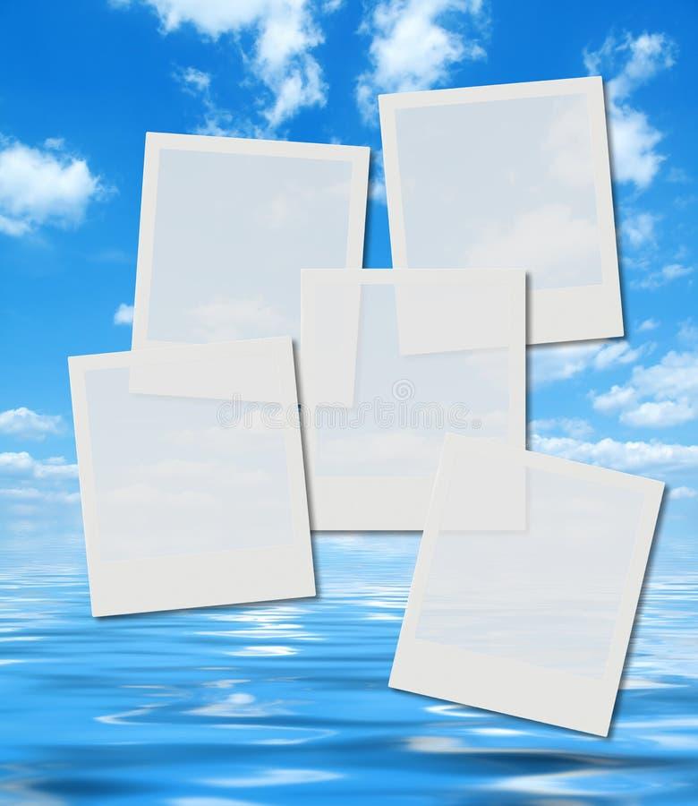 Marcos inmediatos en blanco de la foto sobre el cielo del verano libre illustration