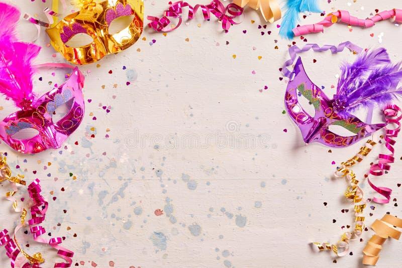 Mardi Gras ou cadre de carnaval avec des masques photo stock