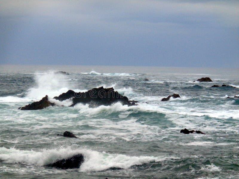 Mare agitato al a nord della Spagna immagine stock libera da diritti