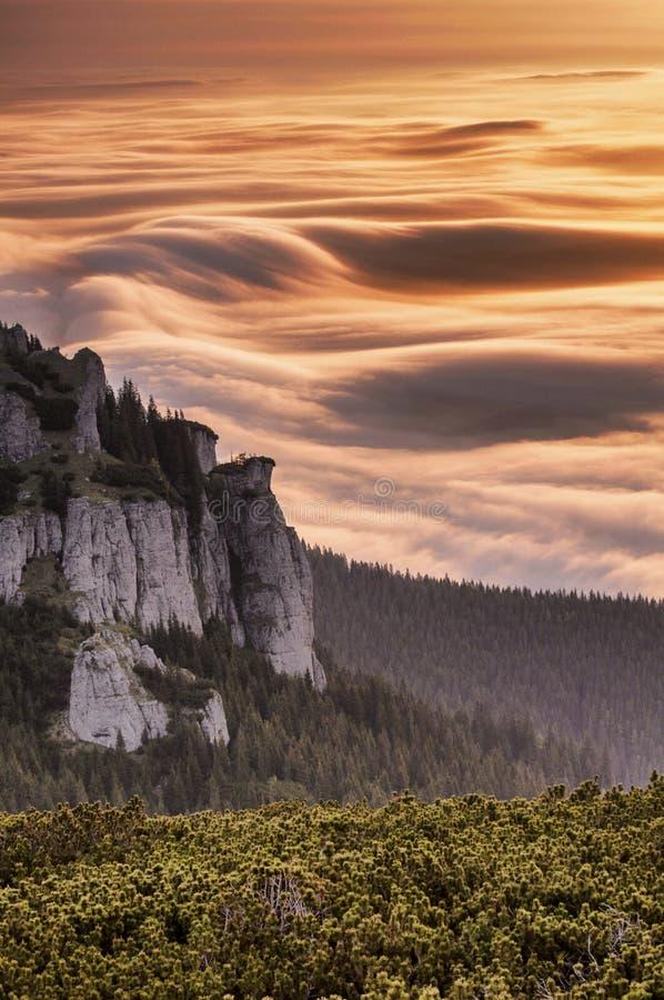 Mare alpino in montagne di Ceahlau immagine stock