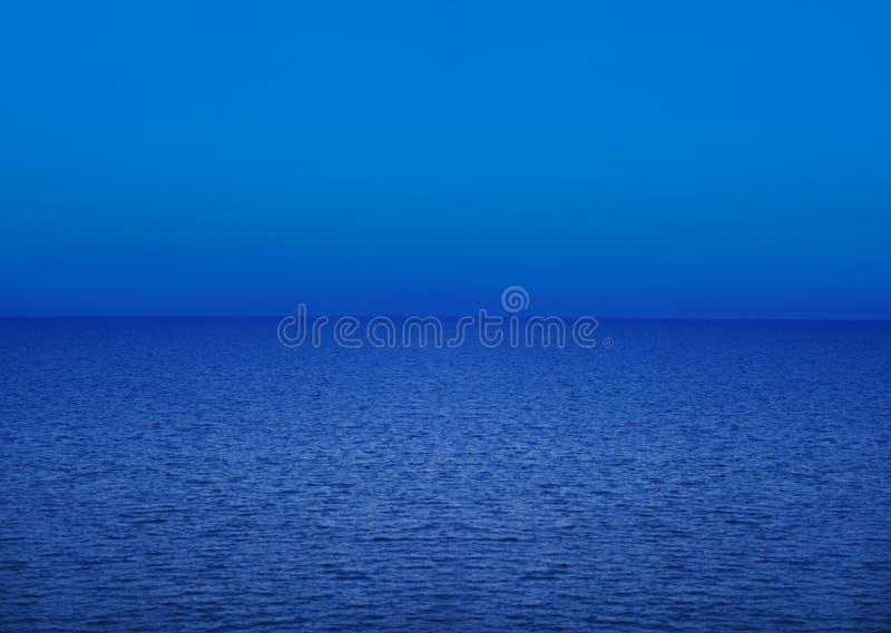 Mare blu - cielo blu fotografia stock libera da diritti