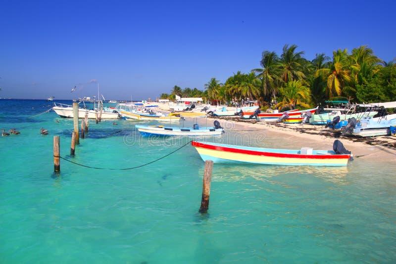 Mare caraibico del turchese delle barche di Isla Mujeres Messico fotografie stock libere da diritti
