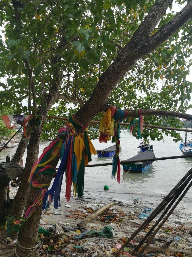 Mare, cielo, alba, spiaggia, mare, spiaggia, montagne, mare, bello paesaggio, Tailandia, Khao Laem Ya, Rayong immagini stock libere da diritti