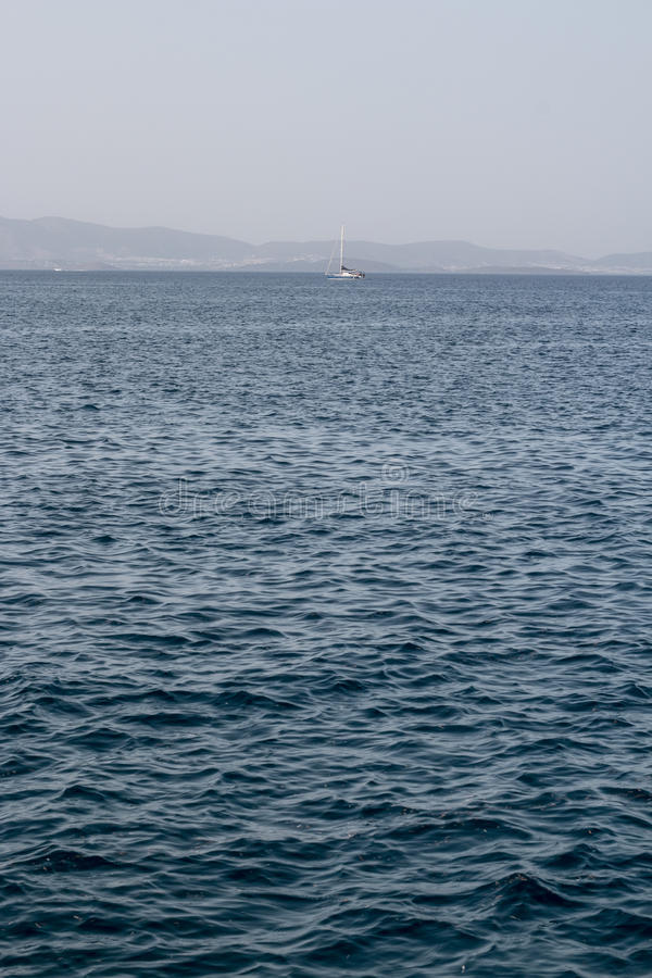 Mare con la barca fotografia stock libera da diritti