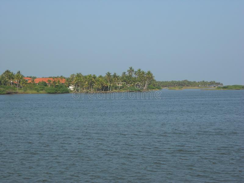 Mare dans Puducherry, une petite ville tranquille sur la côte du sud de l'Inde image stock