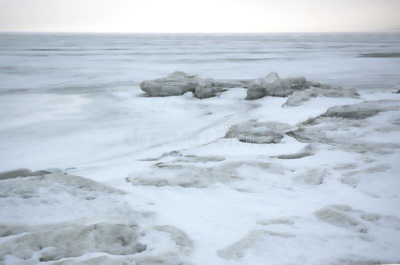Mare del ghiaccio di inverno. fotografia stock
