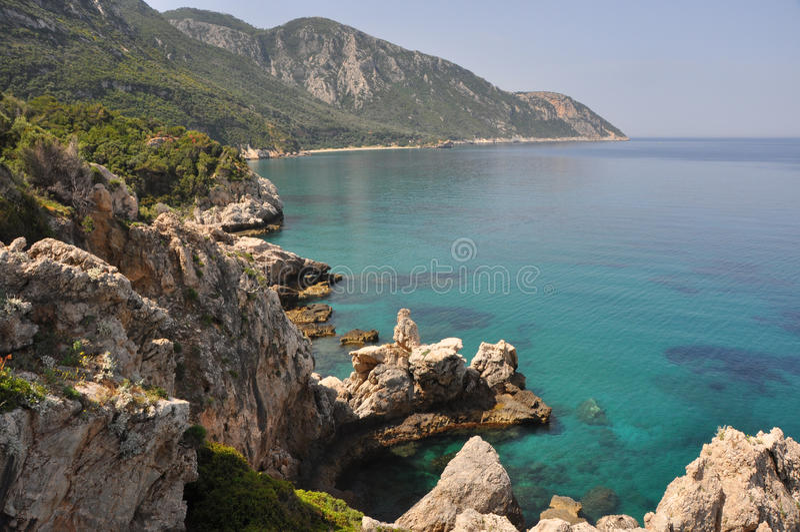 Mare del turchese alla costa di Samos, Grecia immagine stock libera da diritti