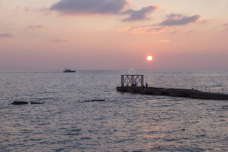 Mare e barca immagine stock