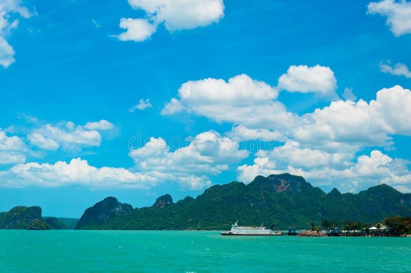 Mare e litorale tropicali vicino a KOH Samui immagine stock