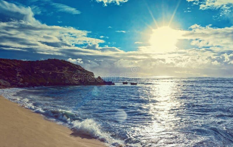 Mare e spiaggia e cielo fotografia stock libera da diritti