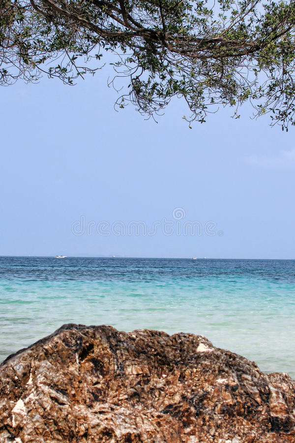 Mare ed isola fotografia stock libera da diritti