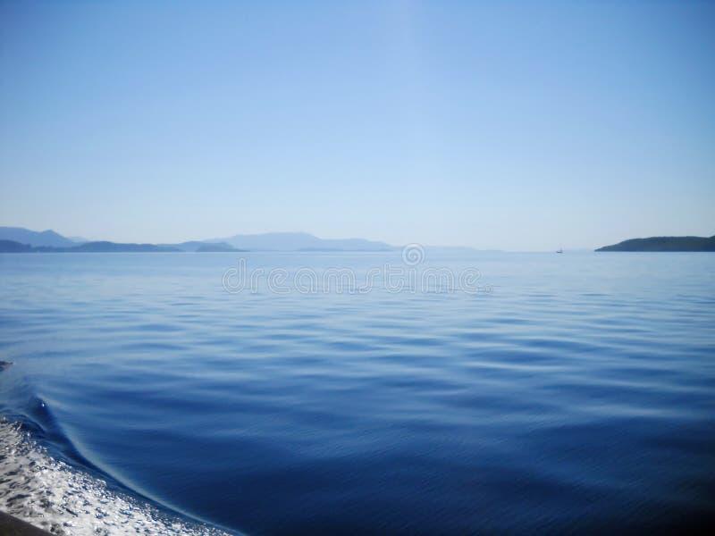Mare ionico ed isole veduti dalla barca fotografia stock