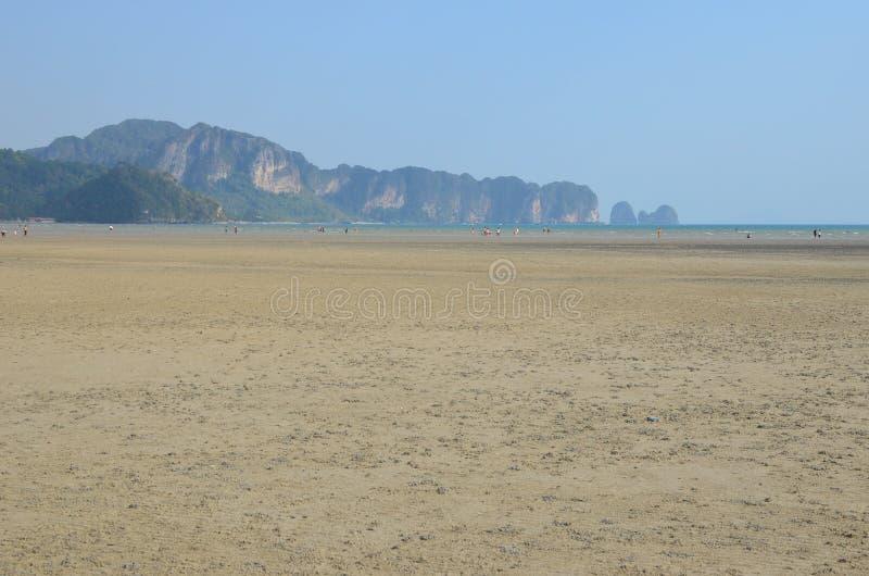 Marea baja en Krabi, Tailandia foto de archivo