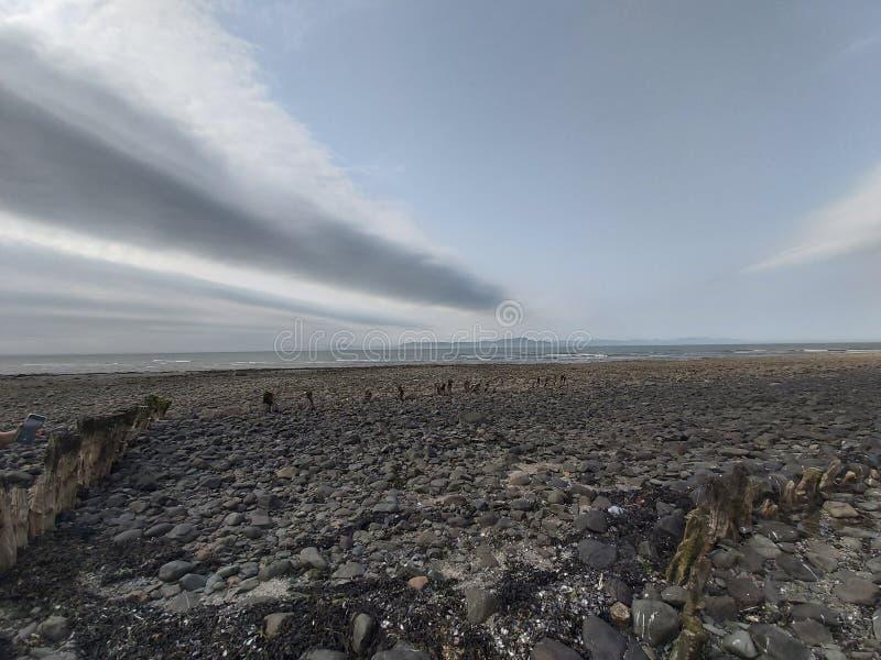 Marea baja en la bahía de Dundalk Embarcadero viejo fotos de archivo