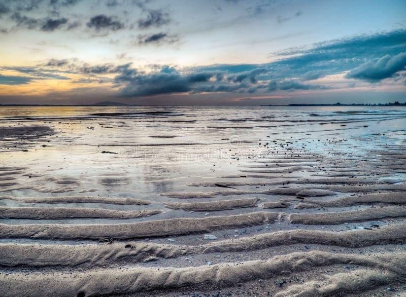 Marea inferior en el amanecer foto de archivo