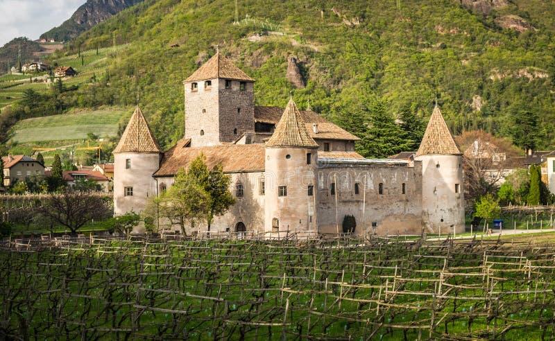 Mareccio Maretsch slott i Bolzano, södra Tyrol, nordliga Italien arkivfoto