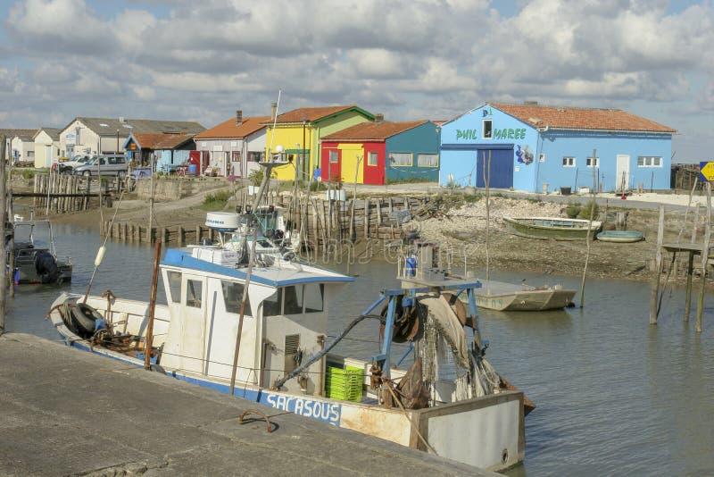 Marennes Frankreich 12-13-2018 Traditioneller Hafen für Auster farminTraditional Hafen für die Austernlandwirtschaft von Marennes lizenzfreie stockbilder