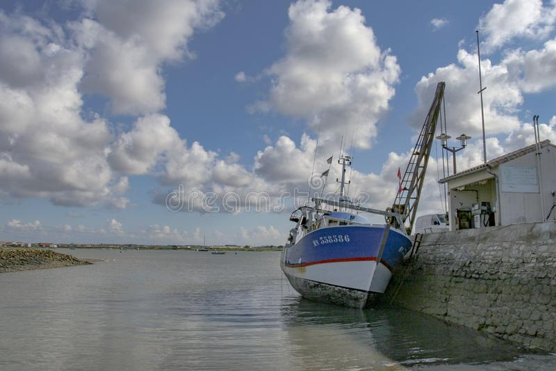 Marennes Frankreich 12-13-2018 Traditioneller Hafen für Auster farminTraditional Hafen für die Austernlandwirtschaft von Marennes lizenzfreies stockfoto