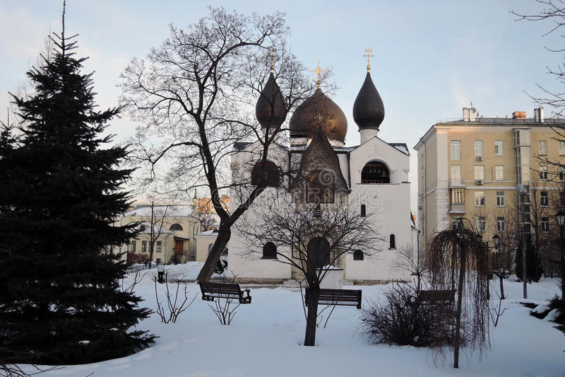 Marfo-Mariinsky klasztor litość w Moskwa w zimie obrazy royalty free
