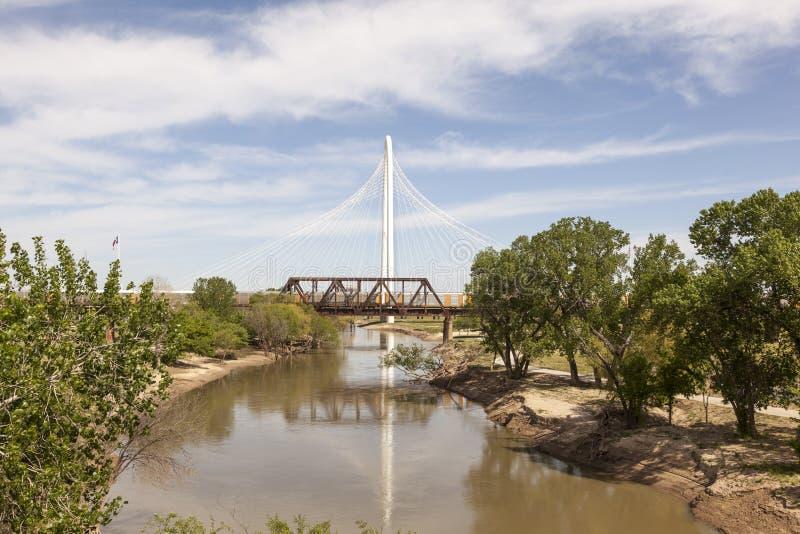 Margaret Hunt Bridge em Dallas, Texas imagens de stock royalty free