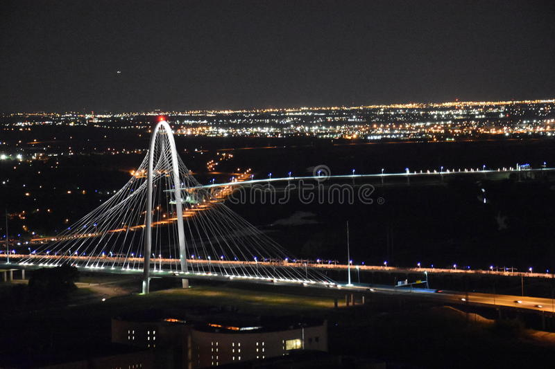 Margaret Hunt Hill Bridge en Dallas, Tejas foto de archivo