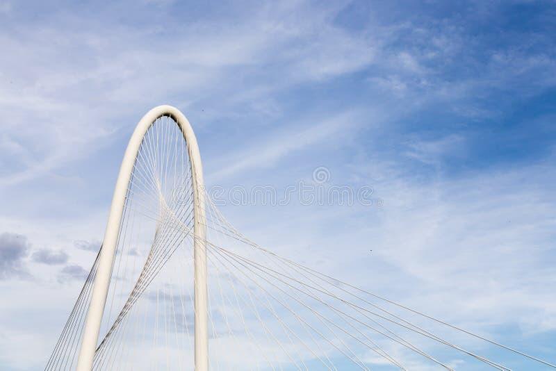 Margaret Hunt Hill Bridge i Dallas, Texas royaltyfri bild