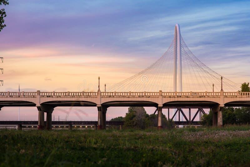 Margaret Hunt Hill Bridge Sunset immagini stock