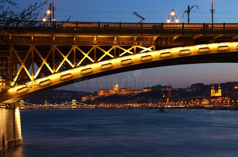 Margaret most w Budapest, Węgry przy półmrokiem fotografia royalty free
