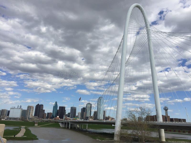 Margaret polowania wzgórza Dallas i mosta linia horyzontu zdjęcie stock