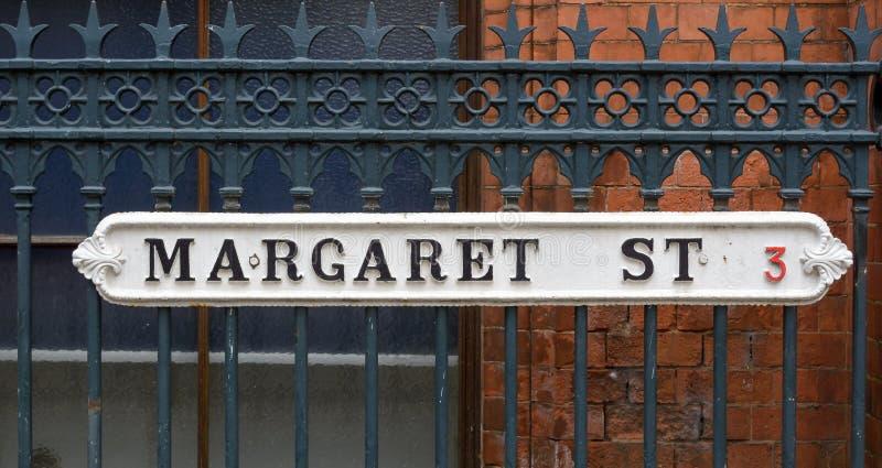 Margaret Ulicznego b rocznika Brytyjscy znaki uliczni zdjęcia stock