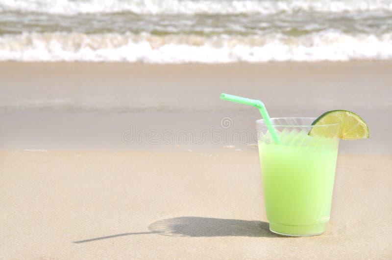 Margarita auf dem Strand lizenzfreie stockbilder