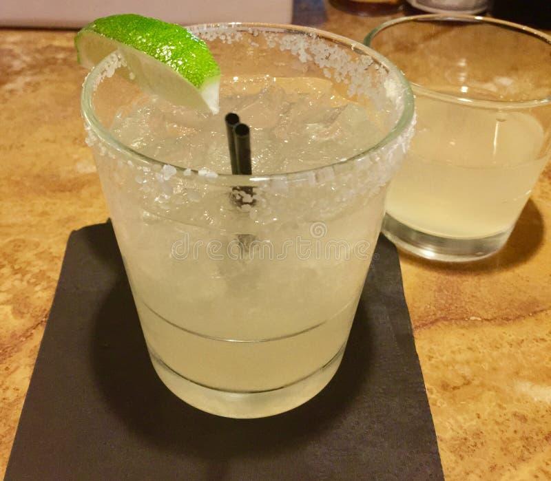 Margarita Cocktail Drink med limefrukt royaltyfri fotografi