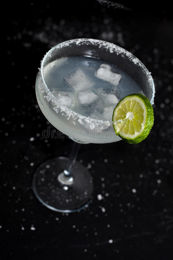 Margarita Cocktail sur le fond noir photos stock