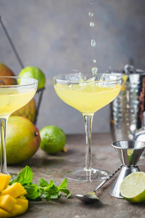 Margarita Mango Alcoholic-Cocktail lizenzfreies stockfoto