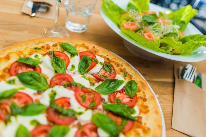 Margarita Pizza Time arkivbild