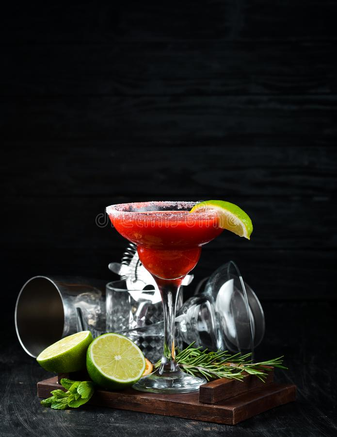 Margarita Strawberry Cocktail alco?lico imagens de stock royalty free