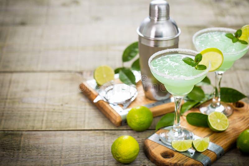 Margaritacoctail med limefrukt och mintkaramellen royaltyfria foton