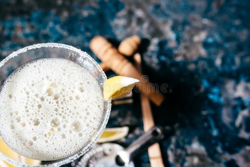 Margaritadrycken, coctailinfalldrink tjänade som som sommardrinken i restauranger och stänger fotografering för bildbyråer