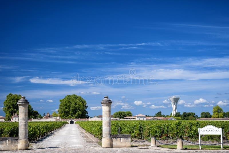 "MARGAUX †""BORDEAUX: Chateau Rauzan-Segla med vingårdar Aquitania Frankrike arkivfoto"