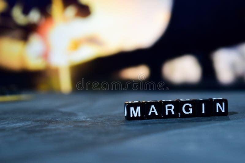 Marge sur les blocs en bois Image traitée par croix avec le fond de bokeh photos stock