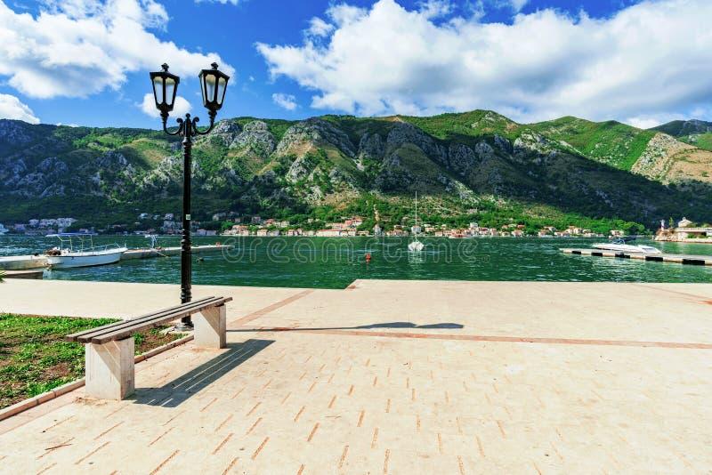 Margem da baía de Kotor fotos de stock royalty free