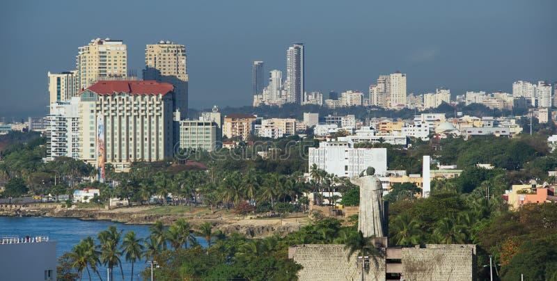 Margem de Santo Domingo, linha costeira e shyline - República Dominicana fotografia de stock
