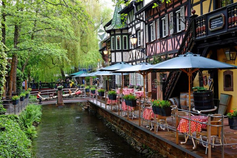Margem exterior dos restaurantes na área temático suíça fotografia de stock royalty free