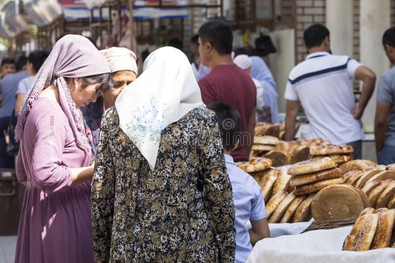 MARGILAN, L'UZBEKISTAN - 24 AGOSTO 2018: Bre normale nazionale dell'Uzbeco fotografie stock libere da diritti