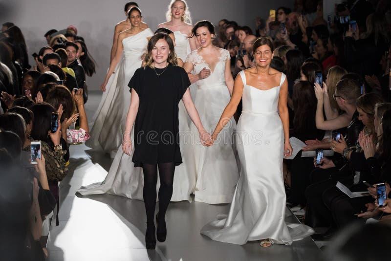 Margo Lafontaine et les mod?les marchent la finale de piste pendant la collection nuptiale de mode du ressort 2020 d'Amsale photos stock