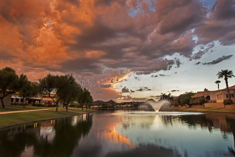 Marguerite Lake a Scottsdale Arizona al tramonto immagini stock libere da diritti