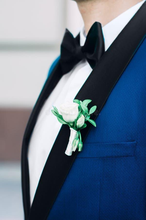 Marié dans une veste, le matin du marié images stock