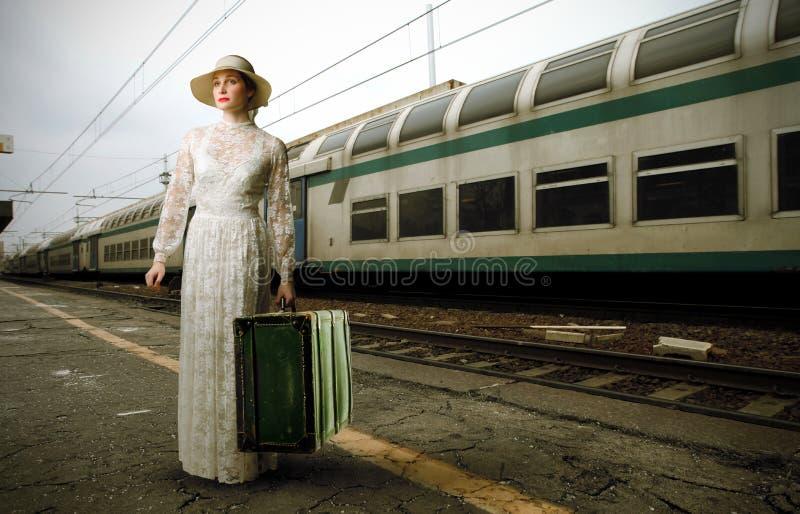 Mariée à la gare photo stock