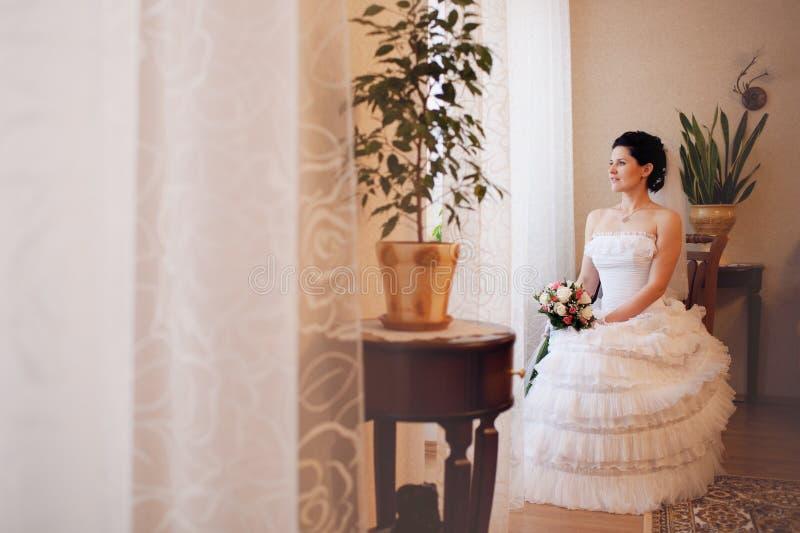 Mariée attendant un marié photos stock